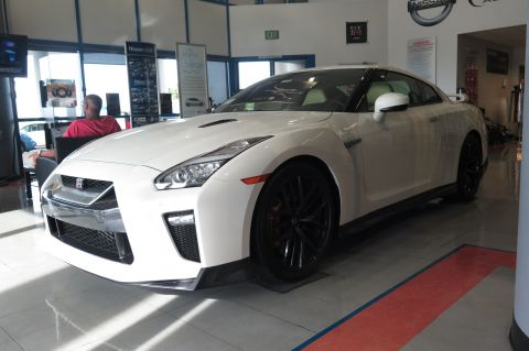 New 2017 Nissan GT-R Premium With Navigation & AWD